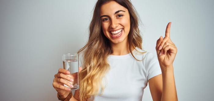 Cuánta agua debo beber al día