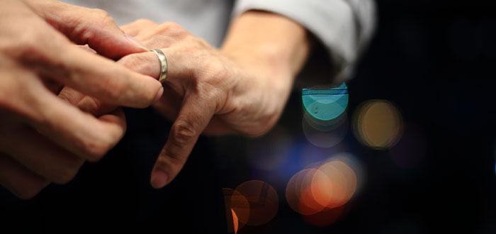 tocarse las manos errores lenguaje corporal